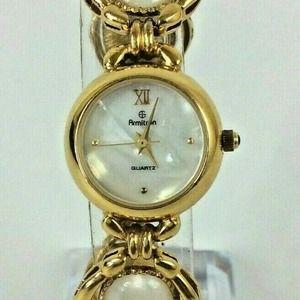 Vintage Ladies Watch MOP Gold Tone Link Bracelet